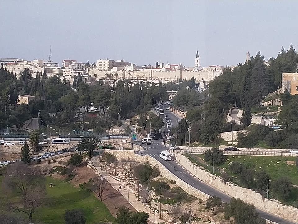 תצפית אל חומות העיר העתיקה ובריכת הסולטן